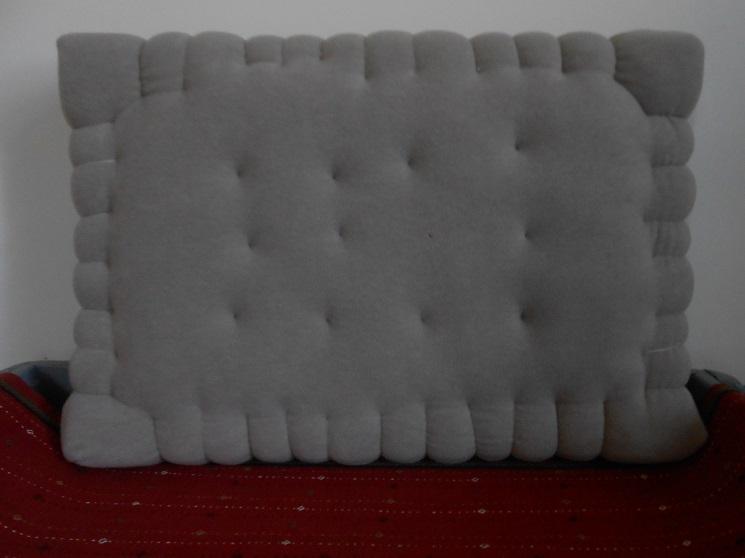 coussin petit beurre. Black Bedroom Furniture Sets. Home Design Ideas